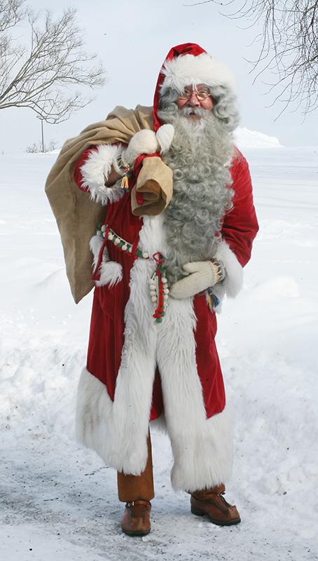 Joulupukki actual, moi similar a Santa, mais con abrigo longo.
