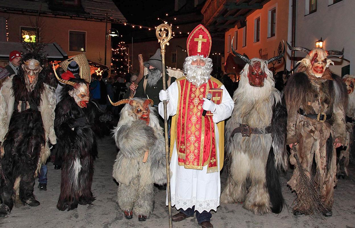 Desfile de San Nicolás cos Krampus en Salzburgo